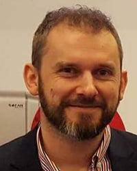 Piotr Korzeniewski Coraz 200x250