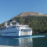 Ferry devant Vulcano