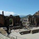 Taormine, le théatre gréco-romain sur fond d'Etna enneigé