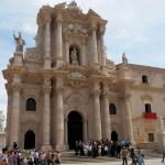 Duomo de Syracuse, photo de mariage sur les marches