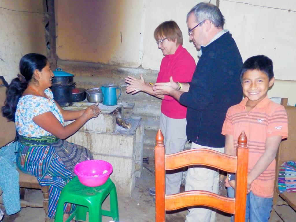 Guatemala - San Juan de la Laguna - Cuisine et rires