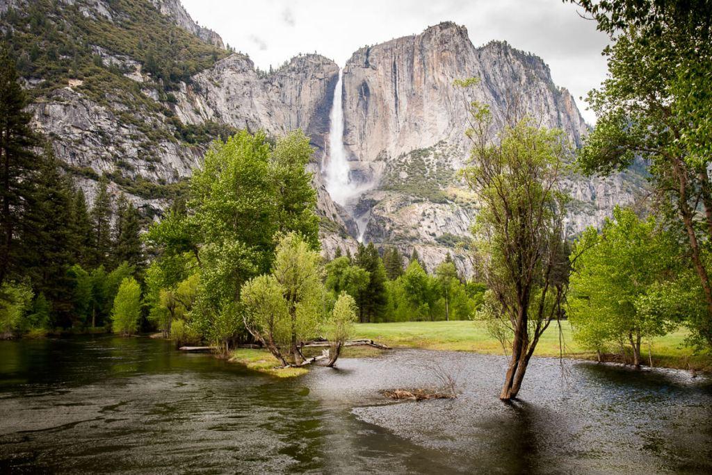 cascade et rivière à Yosemite Valley