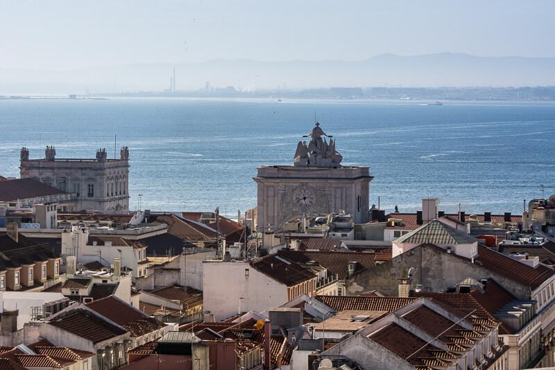 Lisbonne - vue matinale depuis l'élévateur Santa Justa