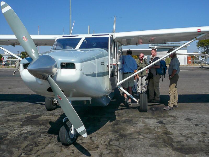 Afrique australe, Botswana - Embarquement pour Le delta de l'Okavango en avion