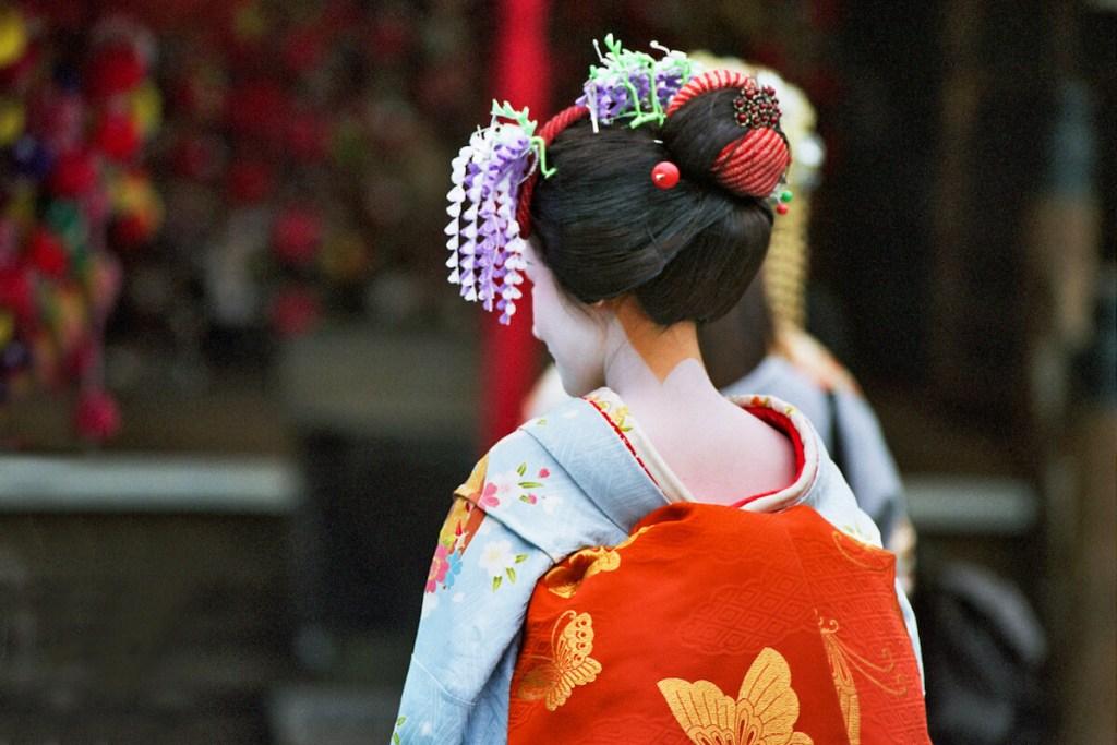 Japon, Kyoto - Gheshas ou jeunes femmes posant en geishas