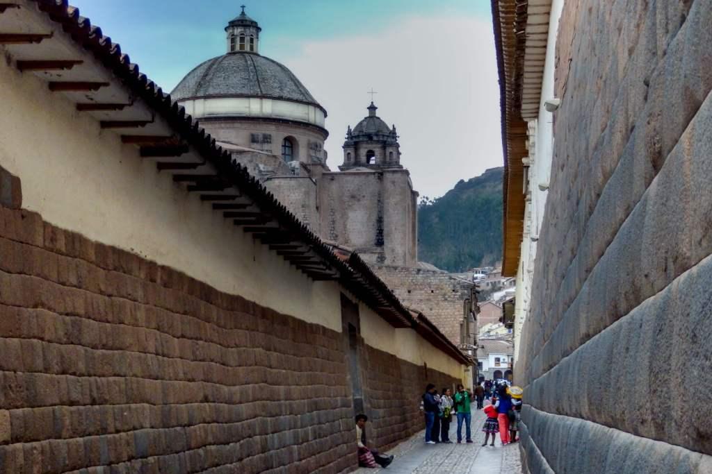 Pérou, Cuzco - Bâtiments espagnols construits sur les fondations Incass