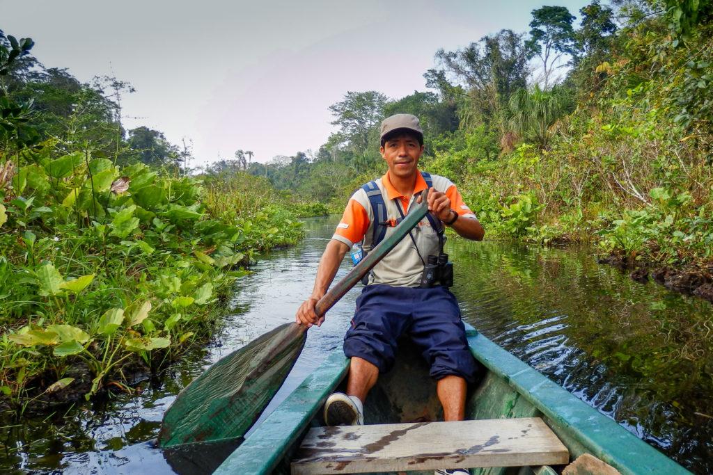 Pérou, Amazonie - La forêt. balade en pirogue avec notre guide