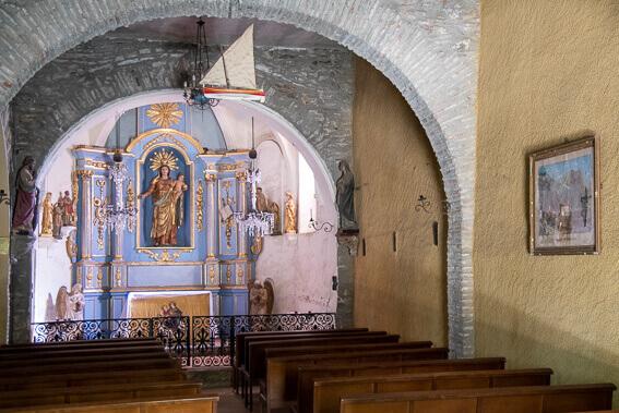 France- Arrière pays de Collioure, ermitage ND de la consolation, intérieur de l'église