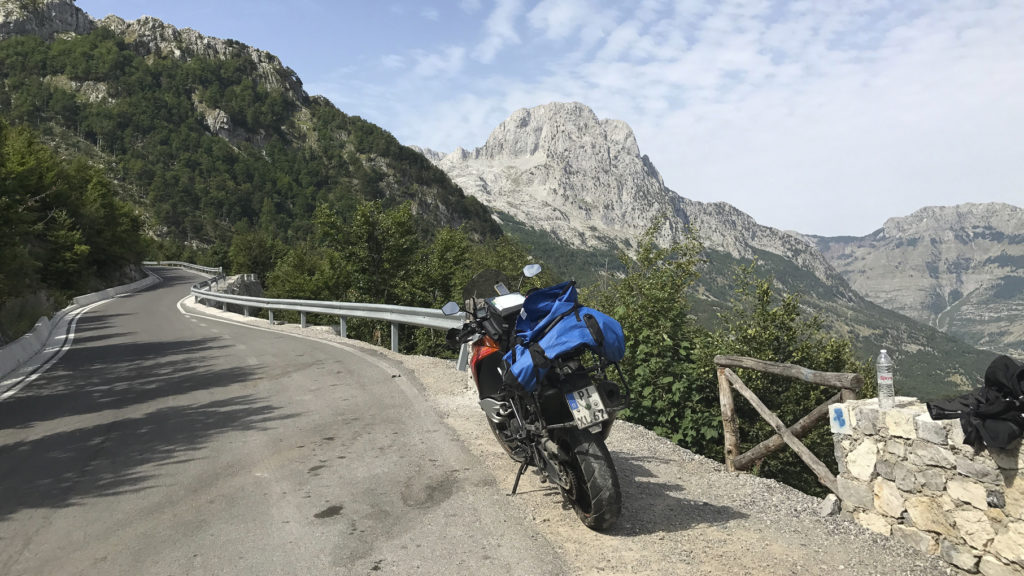 KTM in den Bergen Albaniens