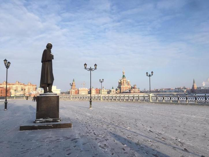 Gogol casting a gaze over the river