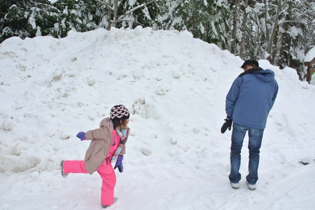 Father-daughter snowball fight