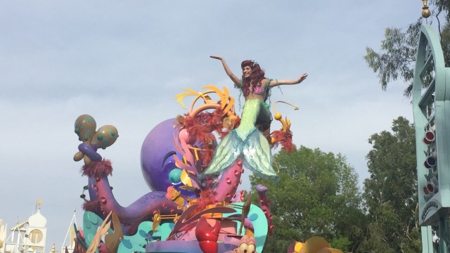 We are such big fans of the Disney parades!