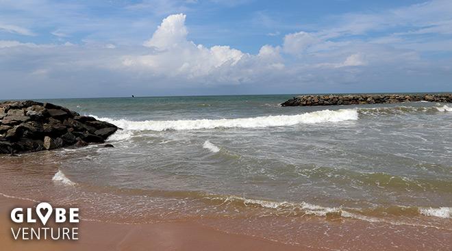 Strand und Wellen in Negombo