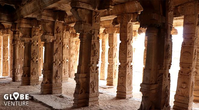 Eine der vielen Tempelruinen in Hampi