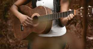 How to Learn to Play Guitar Online