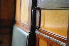 Interieur van een oude stoomtrein