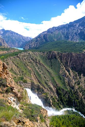 The spectacular 170 m-high waterfall that drains Phoksundo.