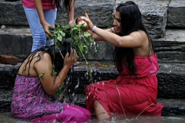 Nepalese Hindu women perform a ritual bath during Rishi Panchami festival on the banks of Bagmati River inside Pashupathinath Temple premise, a UNESCO World Heritage Site in Kathmandu, Nepal on Tuesday, September 6, 16. Rishi Panchami is observed to mark the end of three-day Teej festival when women worship Sapta Rishi (Seven Saints) on the last day to wash off one's impurity for the whole year.