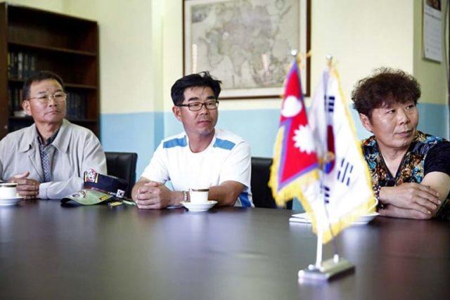 Kite experts Ji Jong Eon, Lee Kyoung Sam, and Kang Seong Soo.