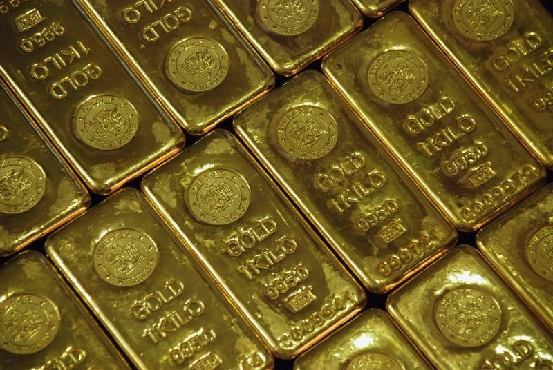 © Reuters.  Gold  weaker in Asia after China data