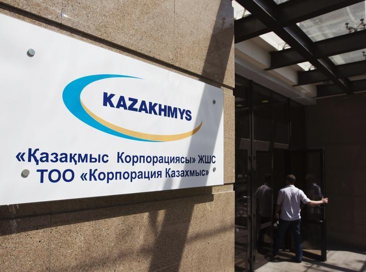 © Reuters. Вывеска у входа в офис Казахмыса в Алма-Ате