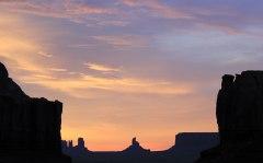Monument Valley - Lever du soleil vu depuis la tente
