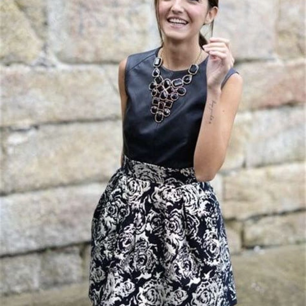 Adorable Fall Wedding Guest Outfits Ideas 28