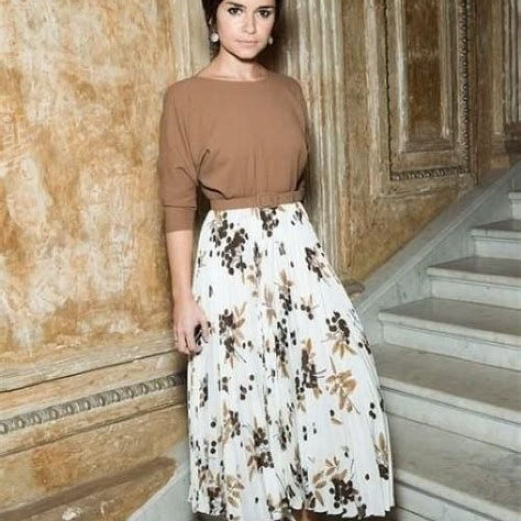 Adorable Fall Wedding Guest Outfits Ideas 33