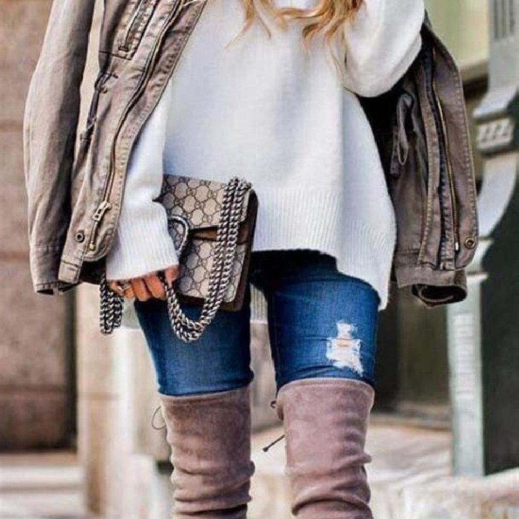 Adorable Sweater Style Ideas For Your Fall Season 37