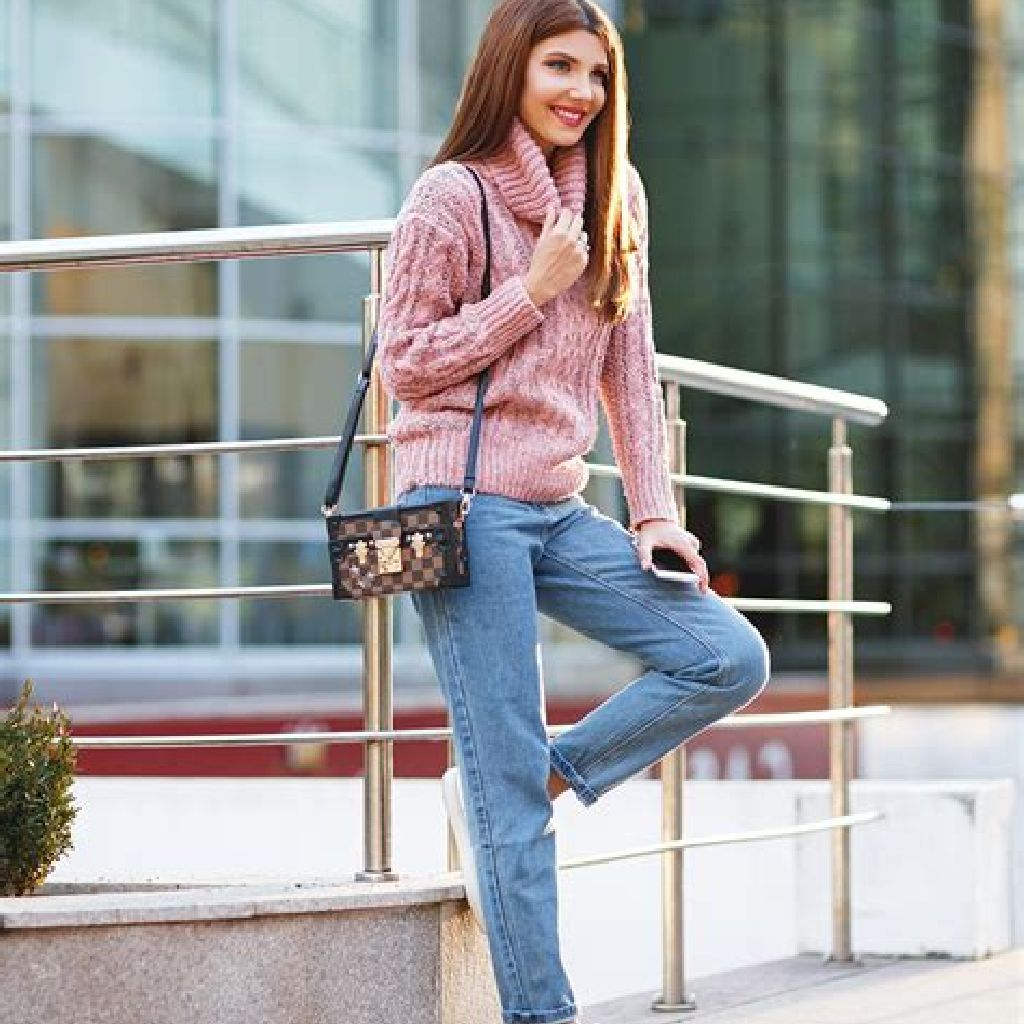 Chic Sweater Combination Ideas Suitable For Fall And Winter 12
