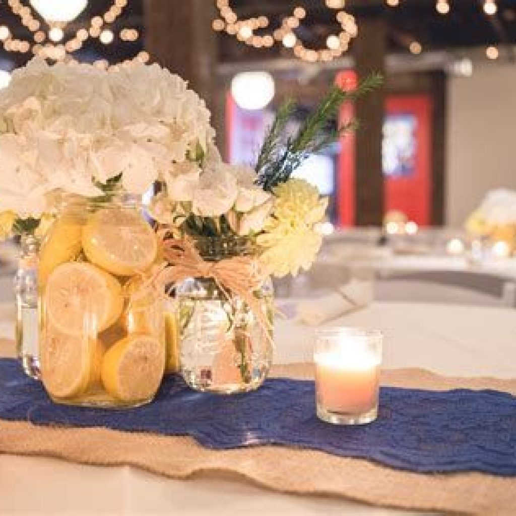 Perfect Country Wedding Decoration Ideas 31