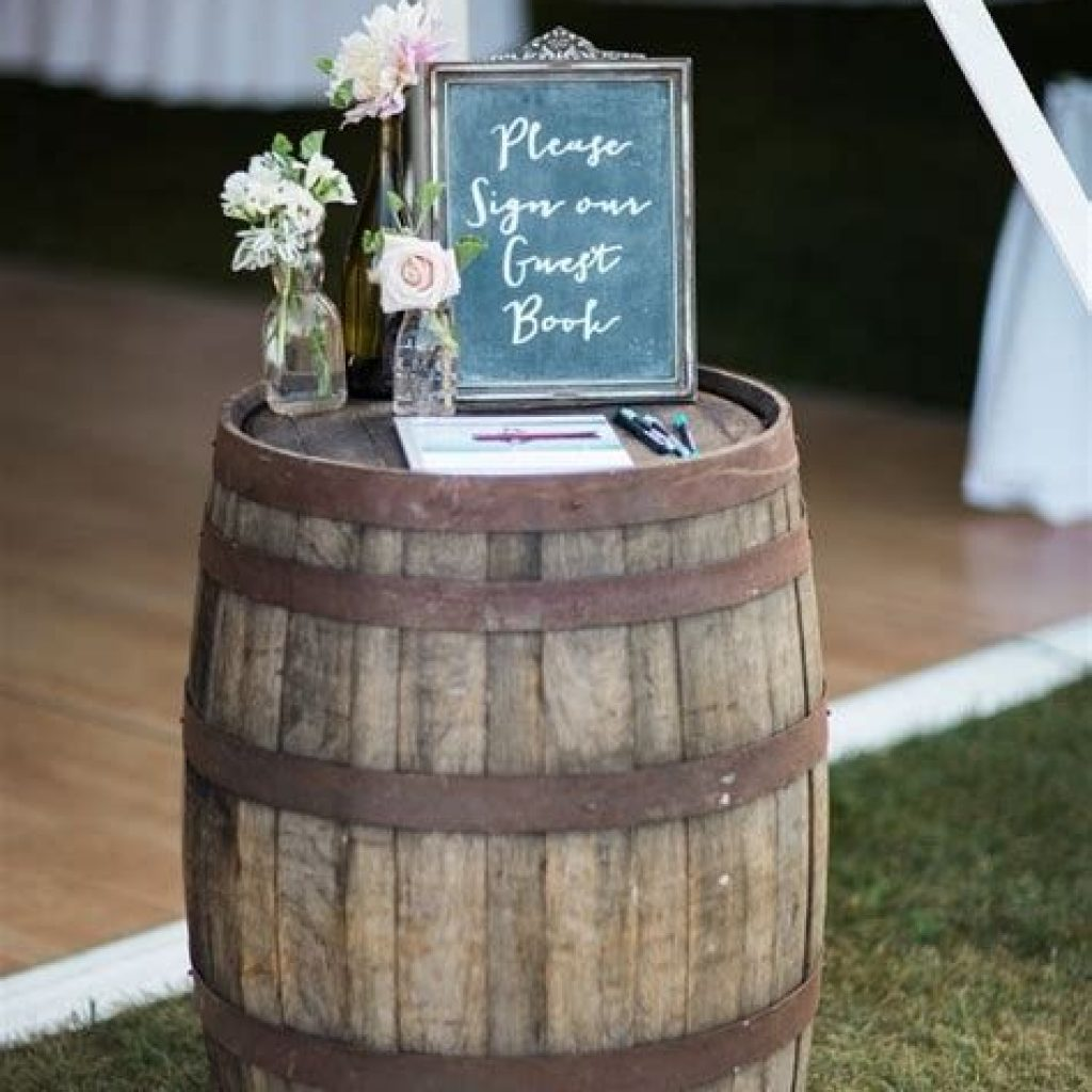 Romantic Rustic Wedding Decor Ideas 27