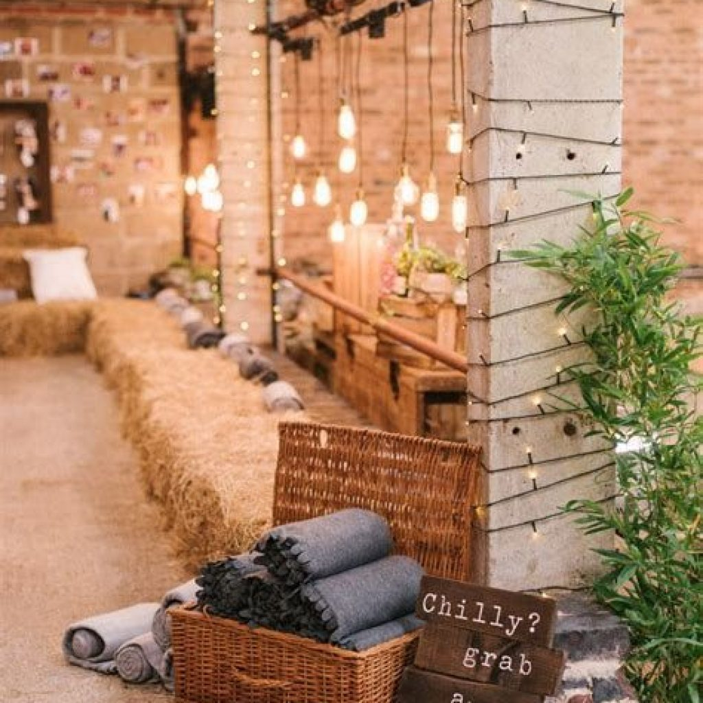 Romantic Rustic Wedding Decor Ideas 35