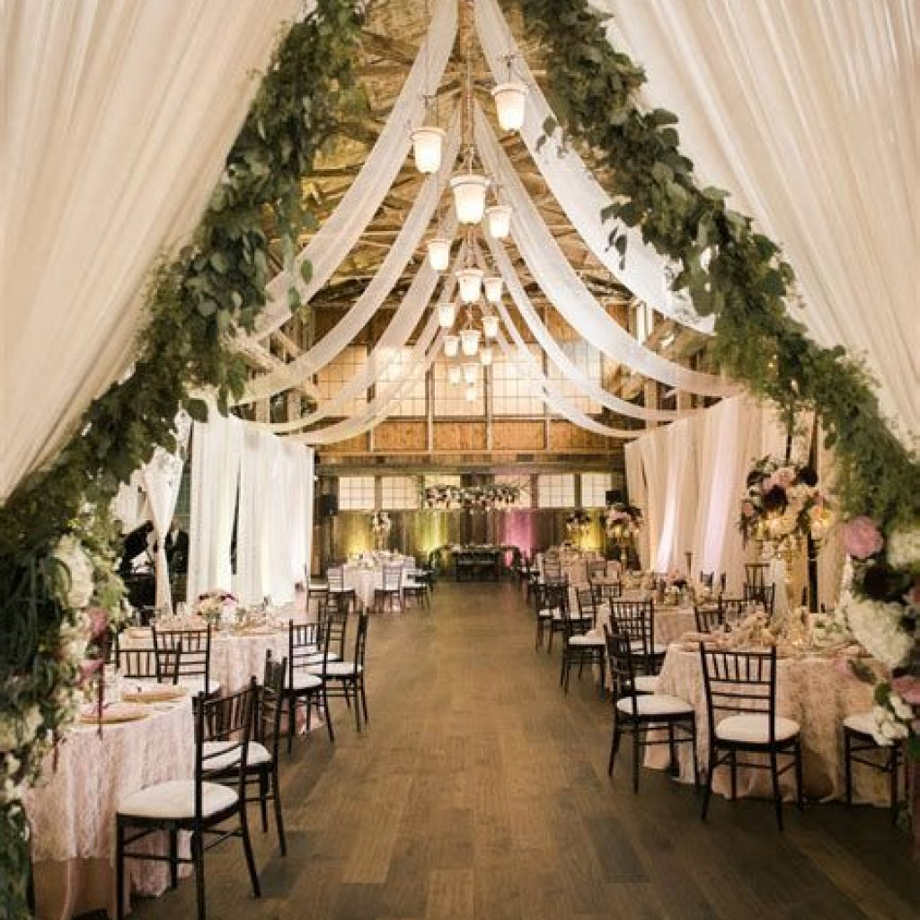 Romantic Rustic Wedding Decor Ideas 44