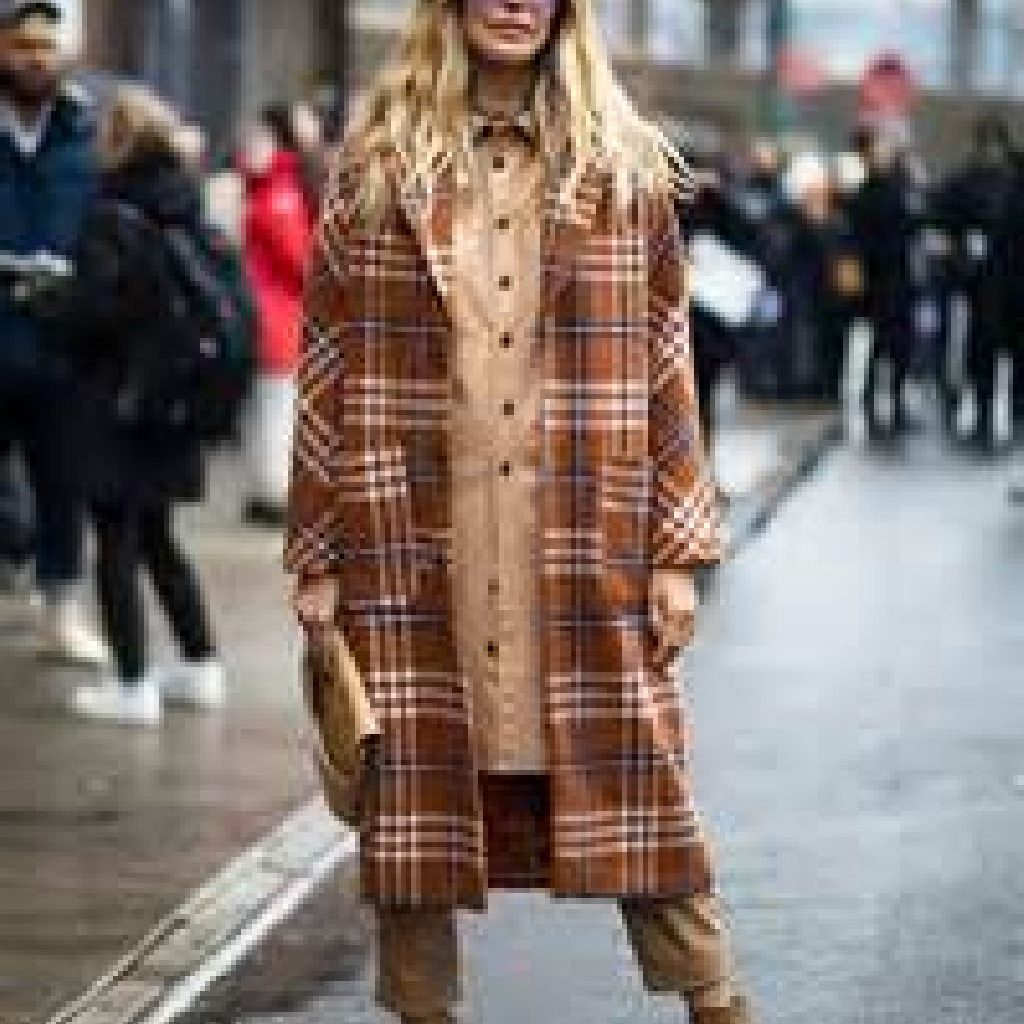 Stunning Fall Street Style Outfits Ideas For Women To Upgrade Your Look 21