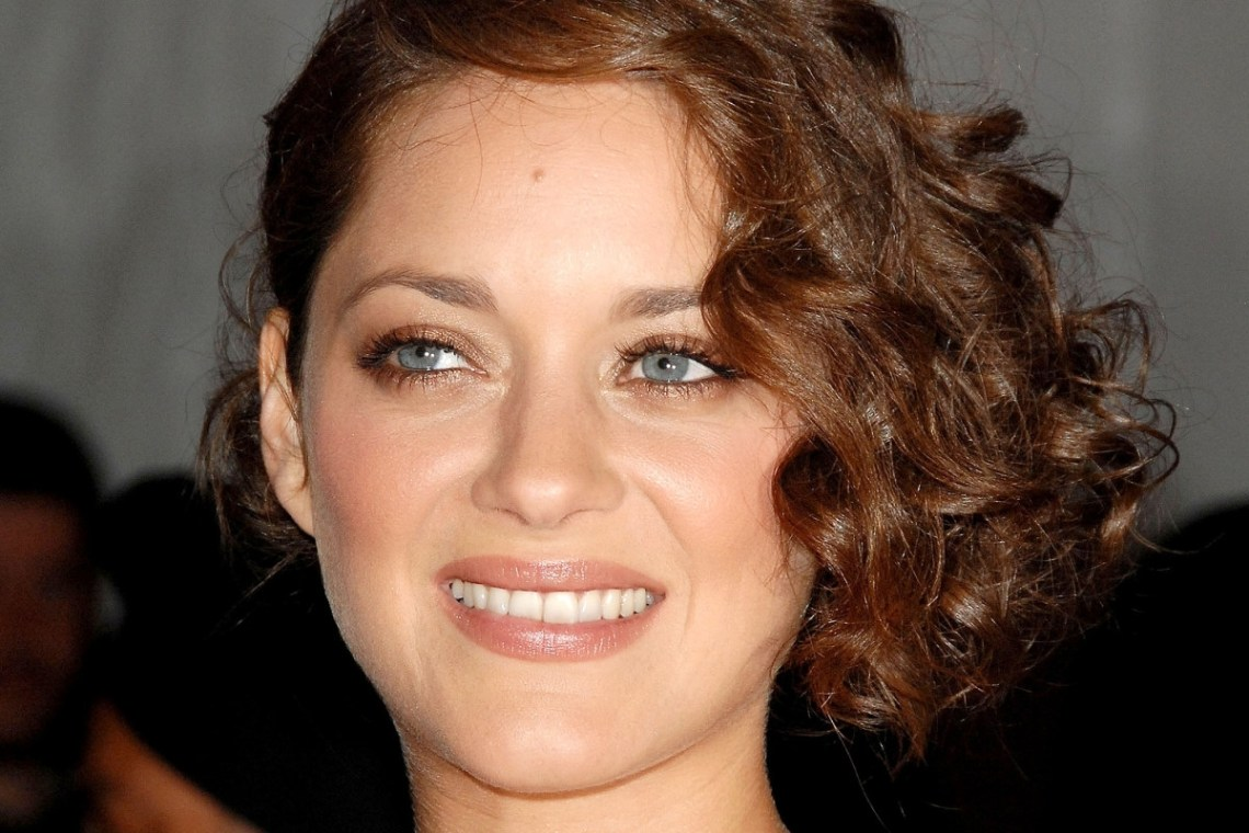 15 Of The Best Hairstyles For Medium Length Curly Hair The Medium Curly Hairstyles For Women