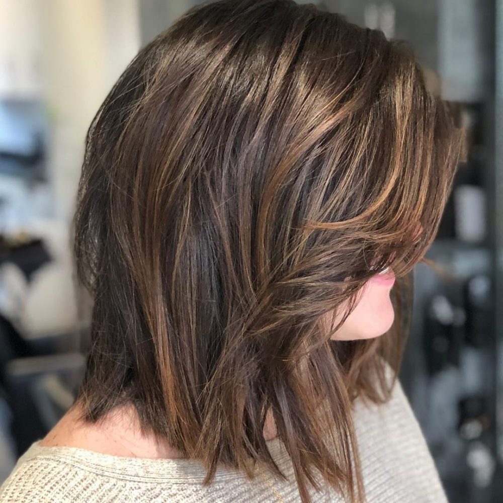 19 Flattering Medium Hairstyles For Round Faces In 2021 Round Face Layered Low Maintenance Medium Length Hairstyles