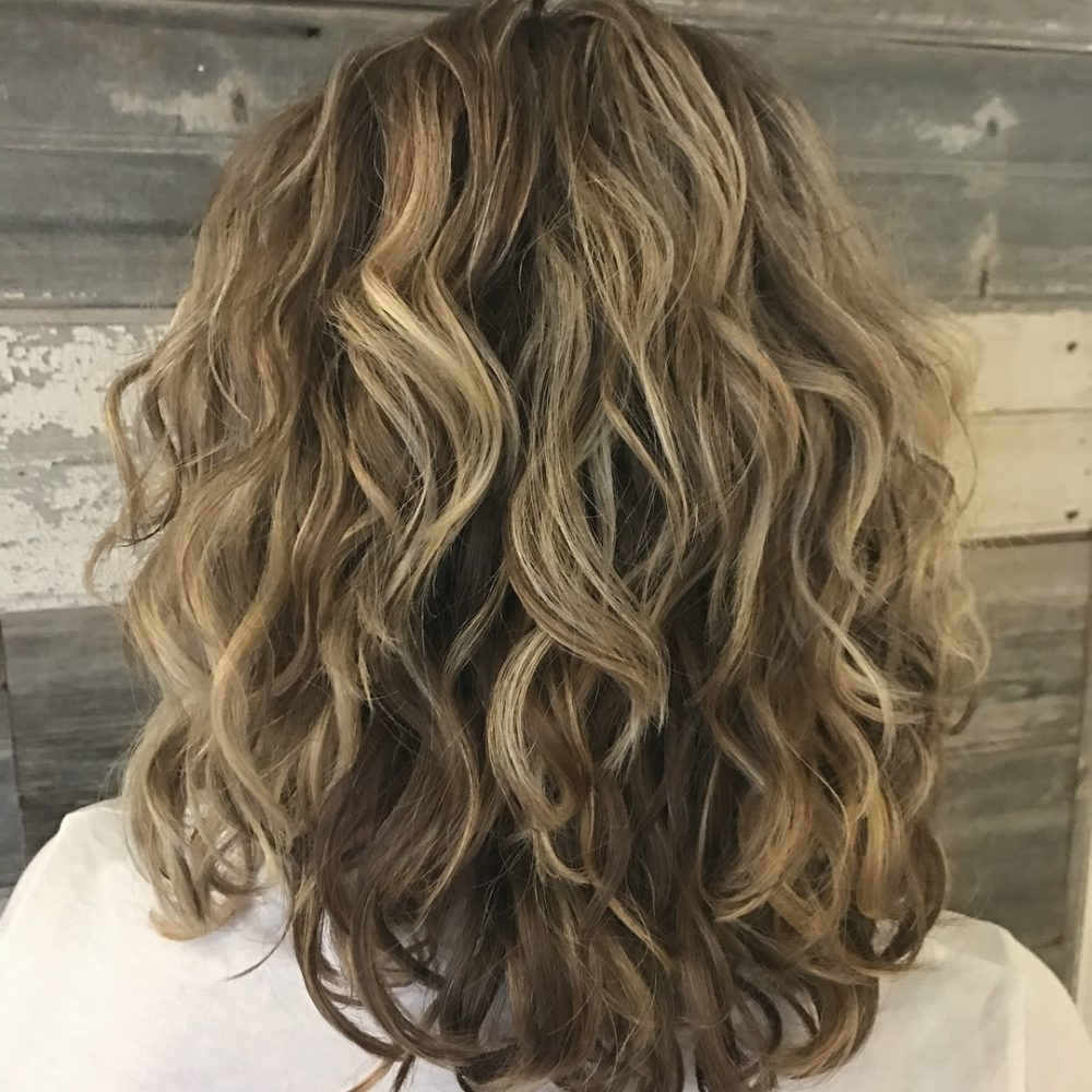 25 Best Shoulder Length Curly Hair Cuts & Styles In 2021 40+ Amazing Medium Curly Hairstyles For Women