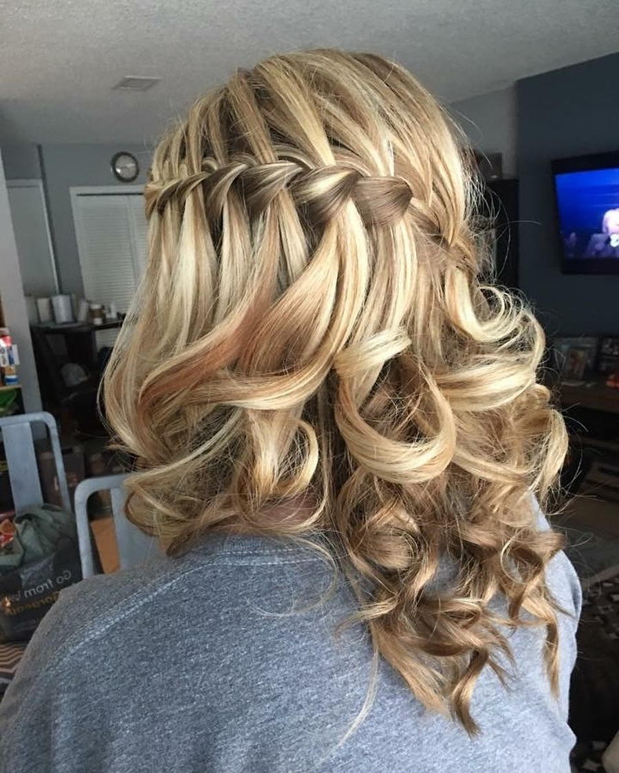 32 Cutest Prom Hairstyles For Medium Length Hair For 2021 30+ Awesome Prom Hairstyles For Medium Hair