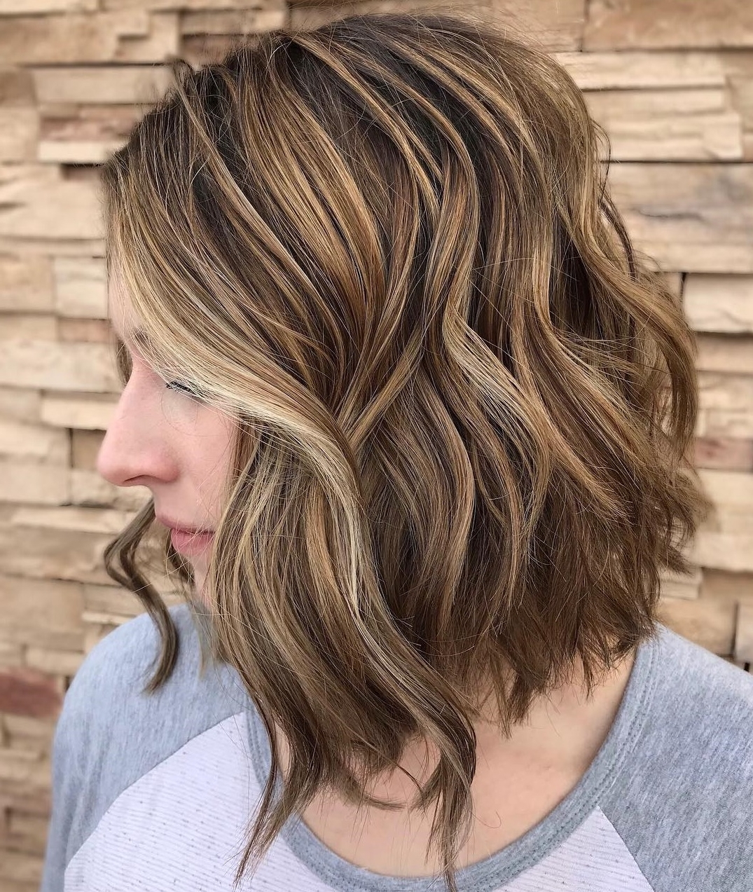 60 Medium Length Haircuts And Hairstyles To Pull Off In 2020 Medium Hairstyles With Bangs And Highlights