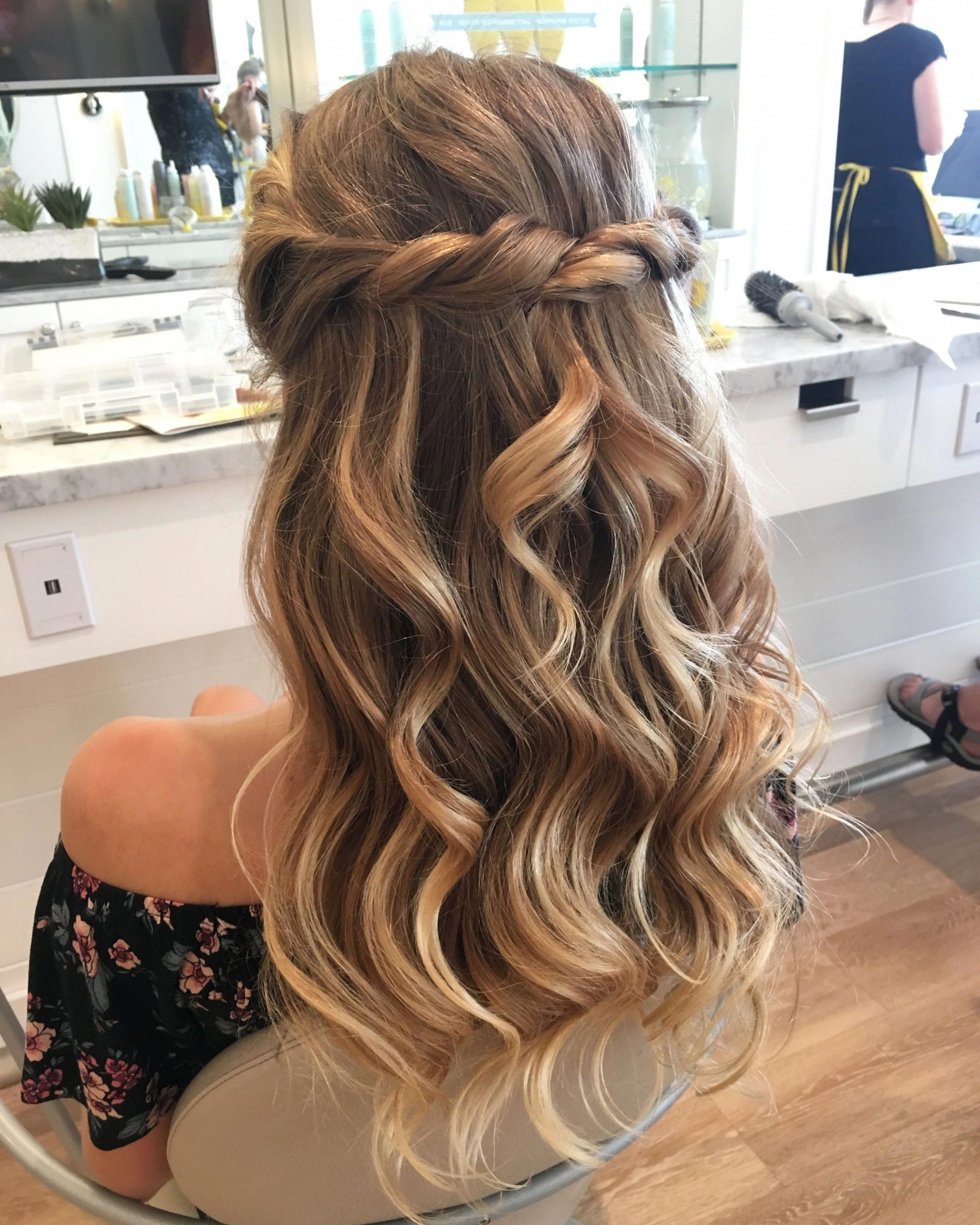 Fabulous All Down Prom Hairstyles #Alldownpromhairstyles Prom Hairstyles Half Up Half Down Medium Hair
