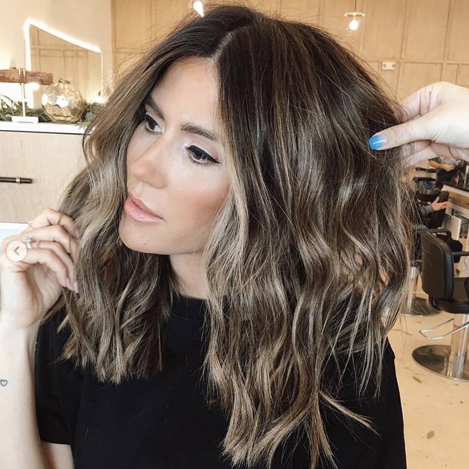 The Most Flattering Medium Length Brown Hairstyles To Try In 2020 Women'S Medium Hairstyles