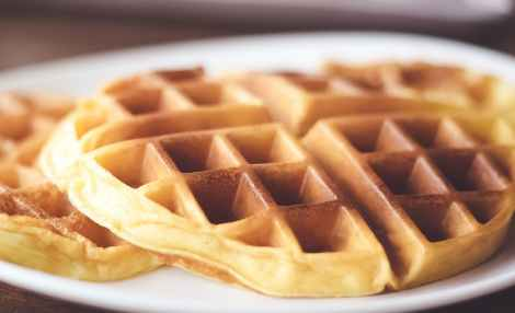 shallow focus photography of waffle on plate
