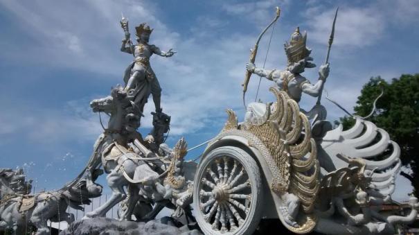 Statue of Ghatotkacha attacking Karna's chariot, Karna shooting arrow