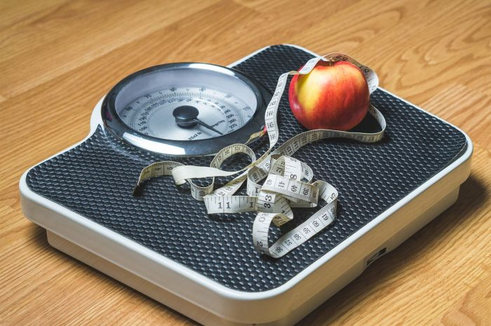 Weight loss for new mothers by exercise and controlled diet
