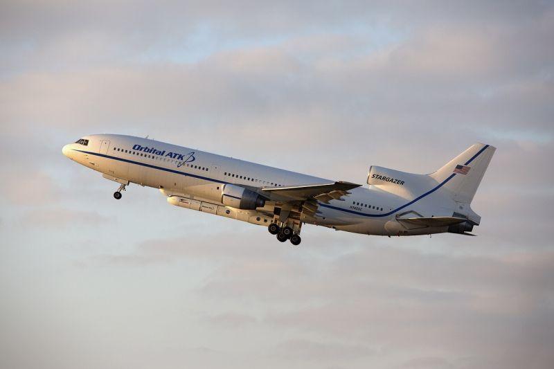 aircraft-1997659_1280