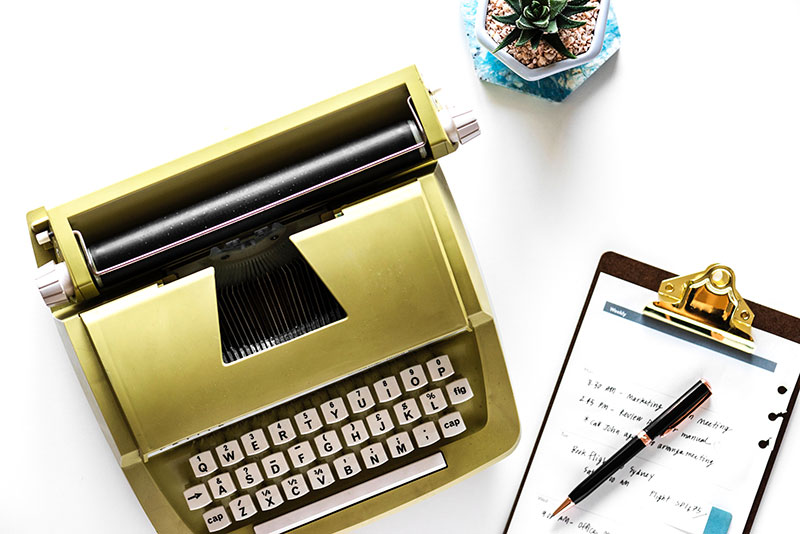 typewriter freelance side hustle