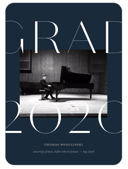 Thomas Wenglinski at a grand piano