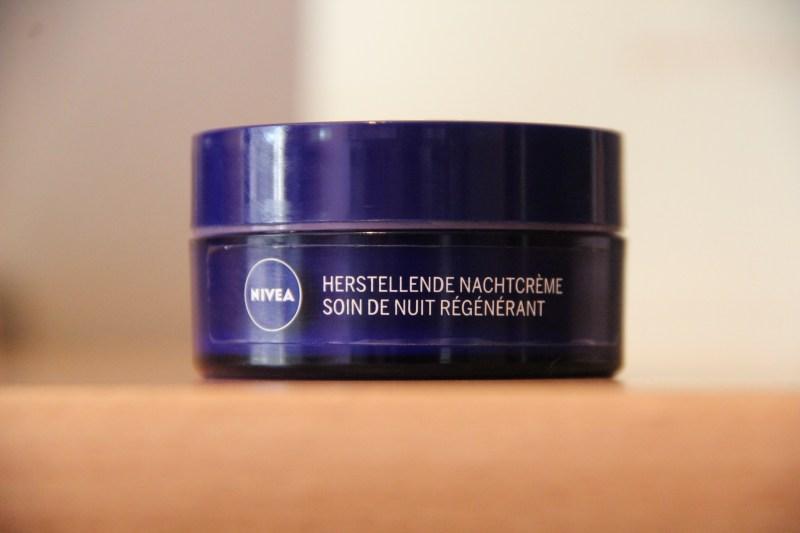Nivea Essentials Herstellende Nachtcreme