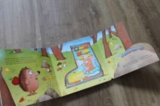 lieblingsbuch-igel-mit-buch